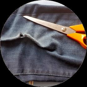 Guide för hur man stryker fast en laglapp på jeans