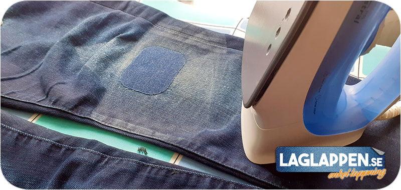 Påstruken blå laglapp på blå jeans