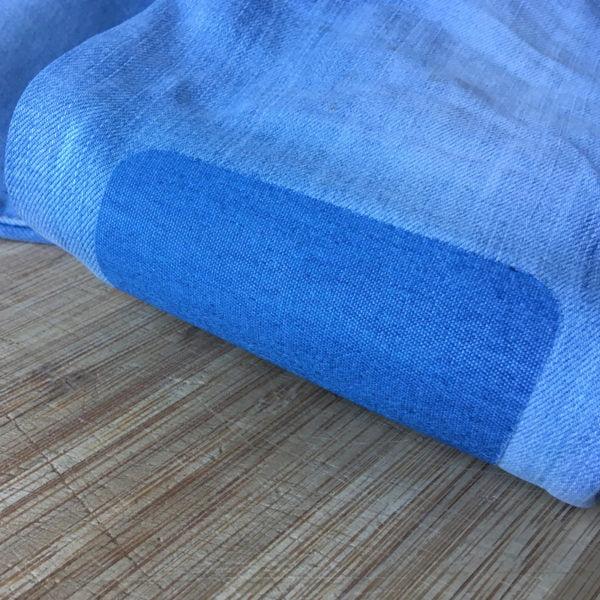 Lappade ljusblå jeans med laglapp