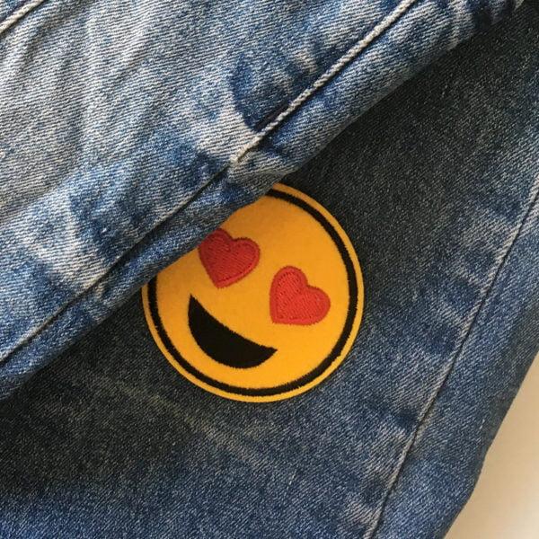 Roligt Tygmärke Smiley Hjärta Ögon