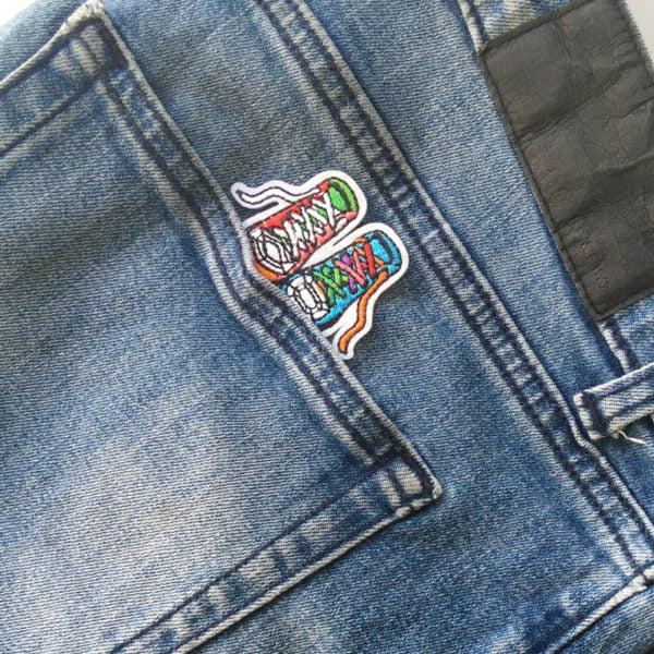 Coola Sneakers - Applikation - Bakfickan på jeans