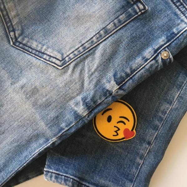 Emoji Puss, roligt tygmärke