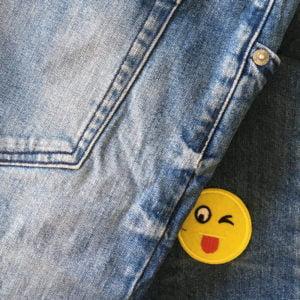 Roligt tygmärke - smiley - patch - stryka på
