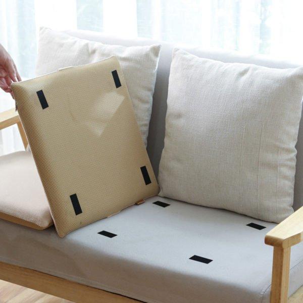 Kardborreband på soffa