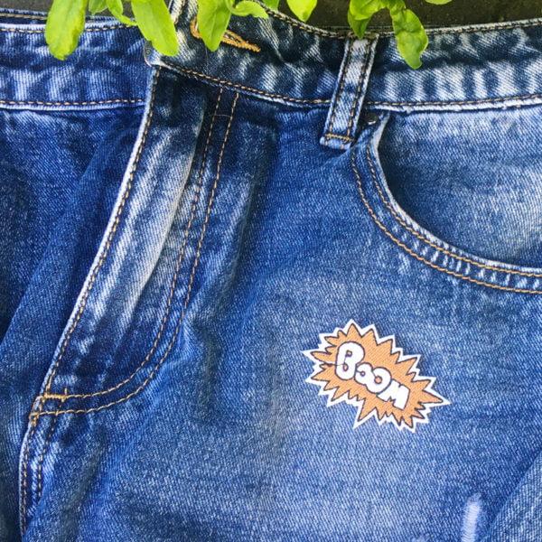 boom emblem jeans - tygmärke