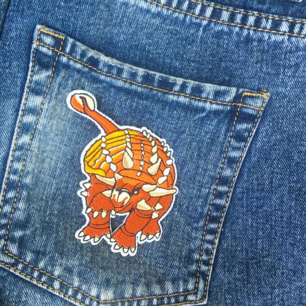 Pansardinosaurie Tygmärke på jeans