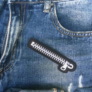 Tygmärke föreställande en dragkedja på jeans