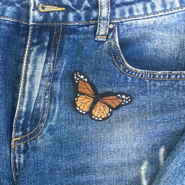 Fjäril brun jeans - tygmärke