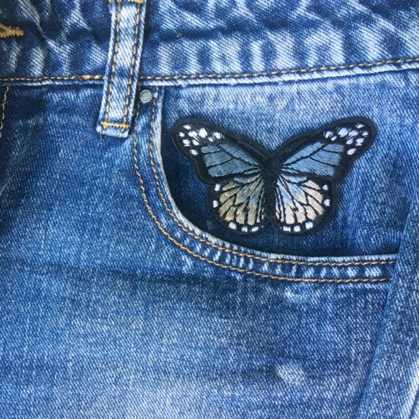 Fjäril grå jeans - tygmärke