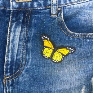 Fjäril gul jeans - tygmärke