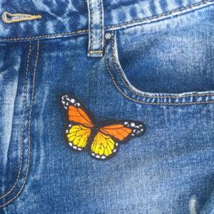 Fjäril orange jeans - tygmärke