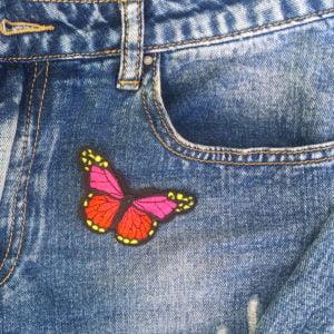 Fjäril rosa gul jeans - tygmärke