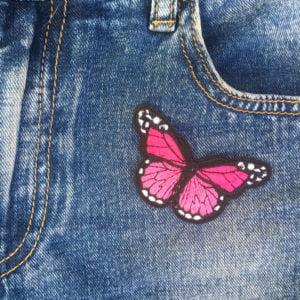 Fjäril rosa jeans - tygmärke