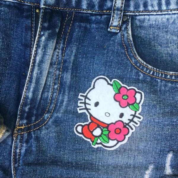Hello Kitty Blomma jeans - tygmärke