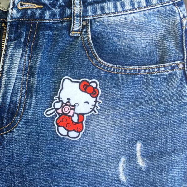 Hello Kitty kamera jeans - tygmärke