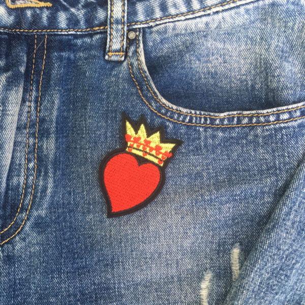 Hjärta med krona jeans - tygmärke