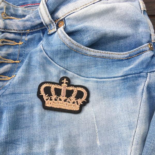 Klassisk kungakrona på jeans - tygmärke