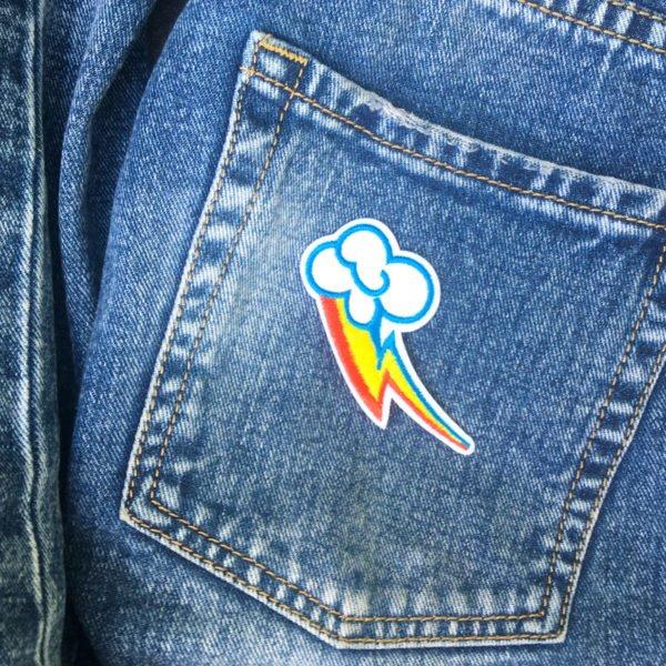 Moln regnbåge höger jeans - tygmärke