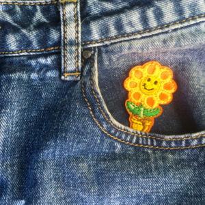 Orange blomma i kruka på jeans - Tygmärke