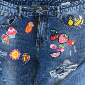 Tygmärken på jeans föreställande ätbara motiv