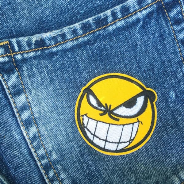 Tuff smiley - broderat tygmärke