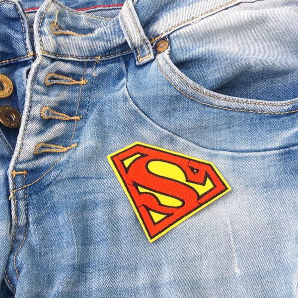 Stålmannen symbol på jeans - tygmärke