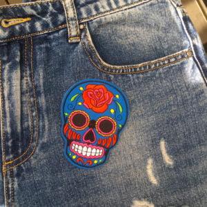 Sugarskull blå ros jeans - tygmärke
