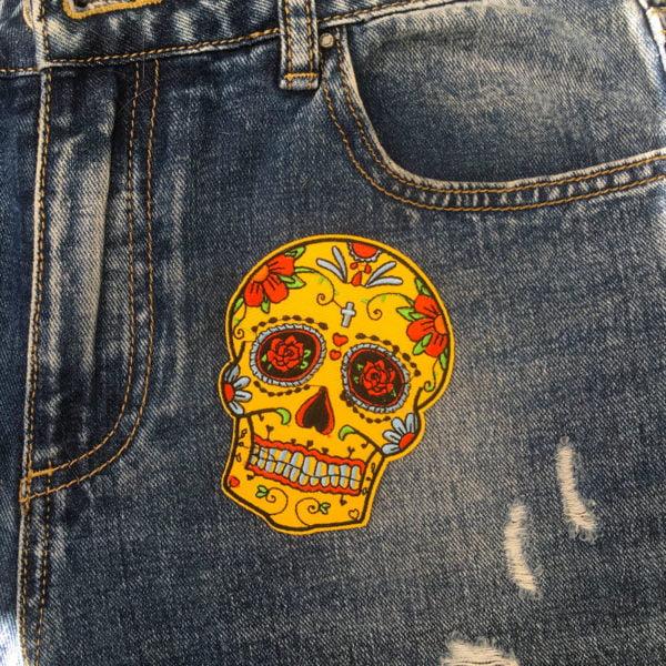 Sugarskull gul kors jeans - tygmärke