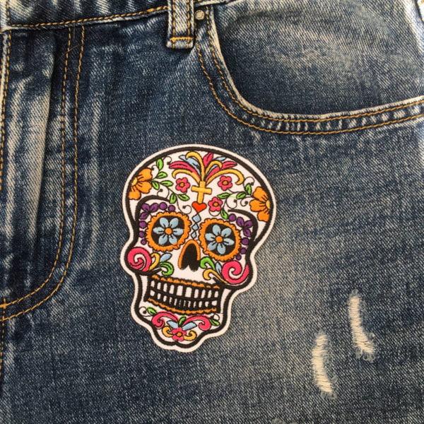 Sugarskull rött hjärta jeans - tygmärke