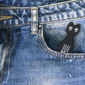 Svart katt kägla jeans - tygmärke