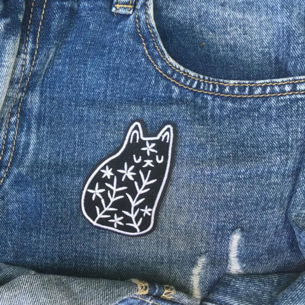 Svart katt mönster jeansexempel - Tygmärke