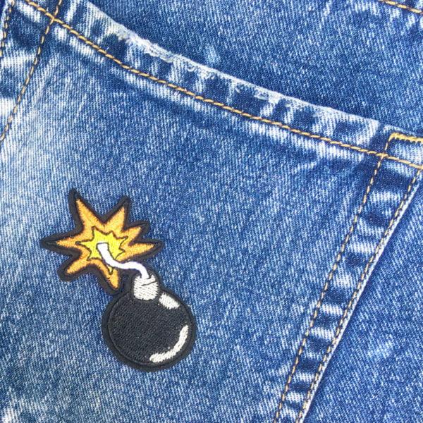 Brinnande Stubin på jeans - tygmärke - applikation