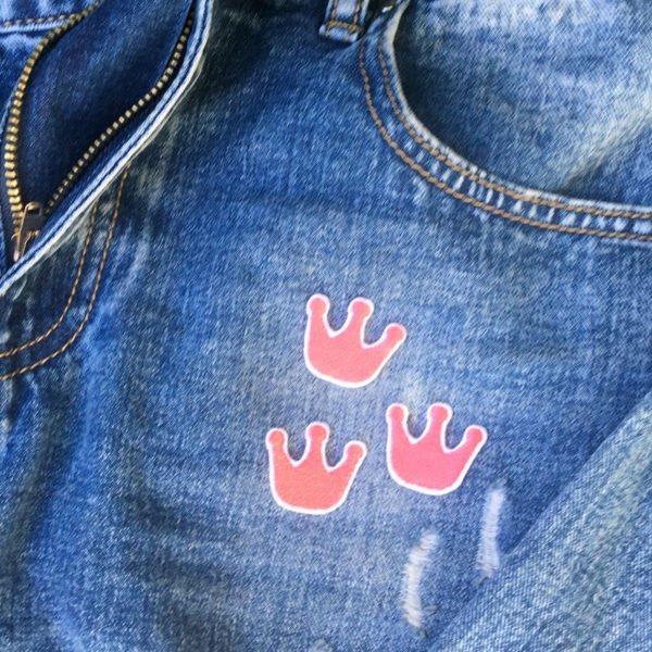 Tre kronor rosa jeans - tygmärke