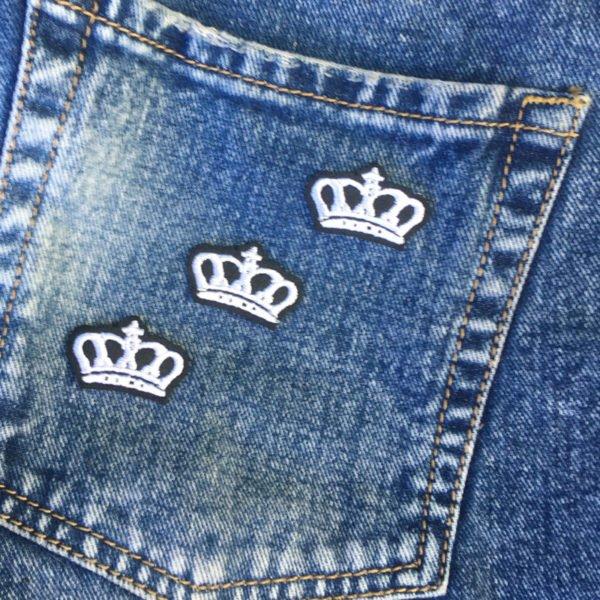 tre vita kronor jeans - tygmärke