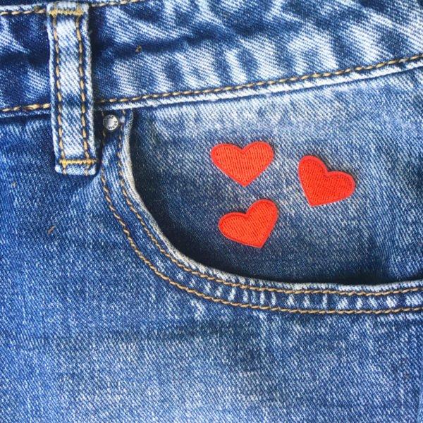 Tre små hjärtan på jeans - Patch Tygmärke