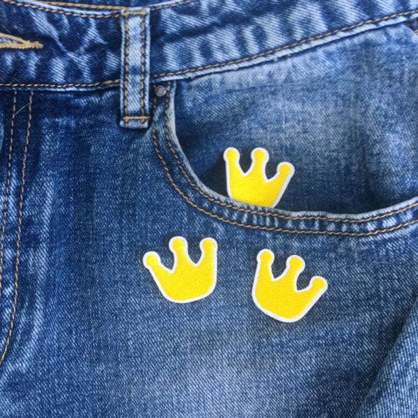 Trekronor gula jeans - tygmärke