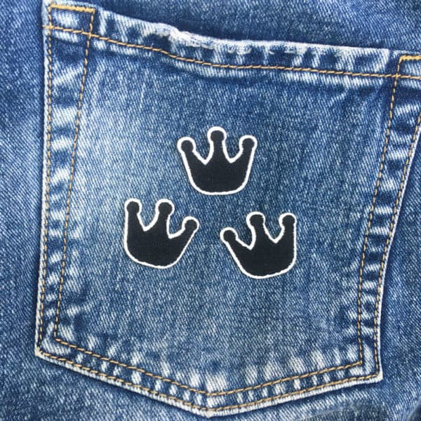 trekronor svarta jeans - tygmärke