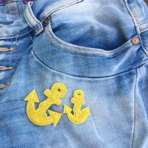Två Guldankare jeans - tygmärke