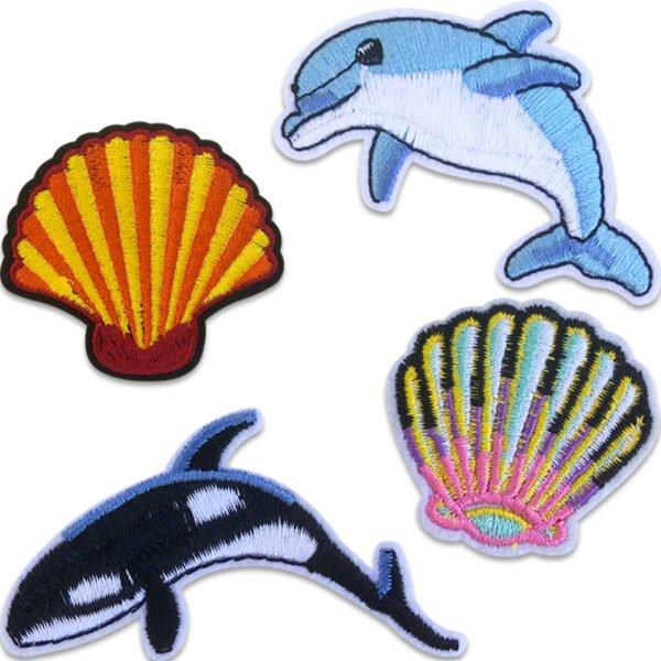 Tygmärken föreställande snäckor, späckhuggare och en delfin