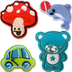 Fyra tygmärken föreställande en svamp, delfin, bil och en nallebjörn
