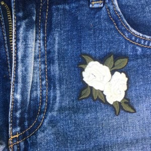 Vita rosor på jeans - Tygmärke/Patch