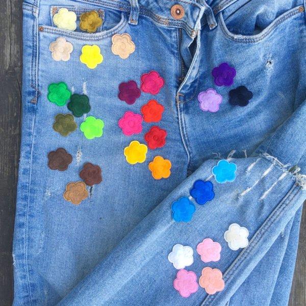 Färgexplosion blommor jeans - tygmärken