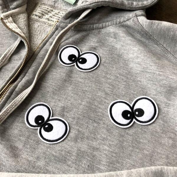 Tygmärke på tröja - Motiv av tecknade ögon