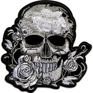 dödskalle med rosor - tygmärke