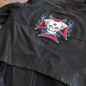 dödskalle kolvar flammor ryggmärke - tygmärke läderjacka