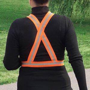 Joggare med orange reflexsele