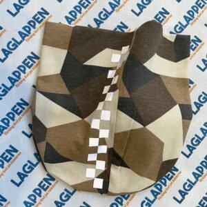 Shackmönstrad reflex på camouflage mössa