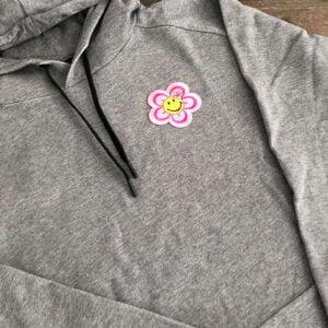 rosa smiley blomma tröja