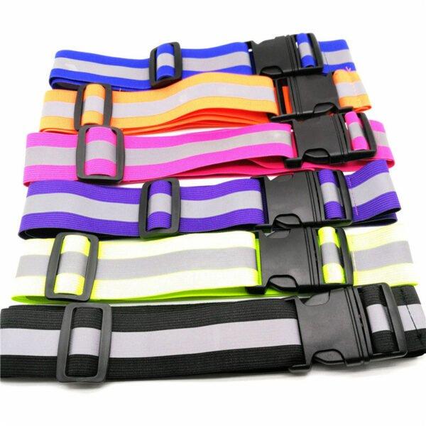 Flerfärgade reflexbälten att bära när det är mörkt ute