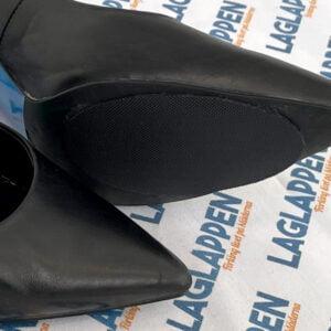 Svarta halkskydd för högklackade skor